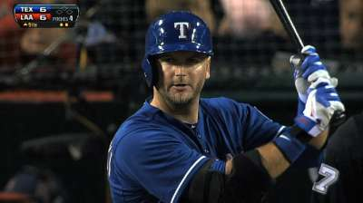 Pierzynski signs one-year deal with Red Sox