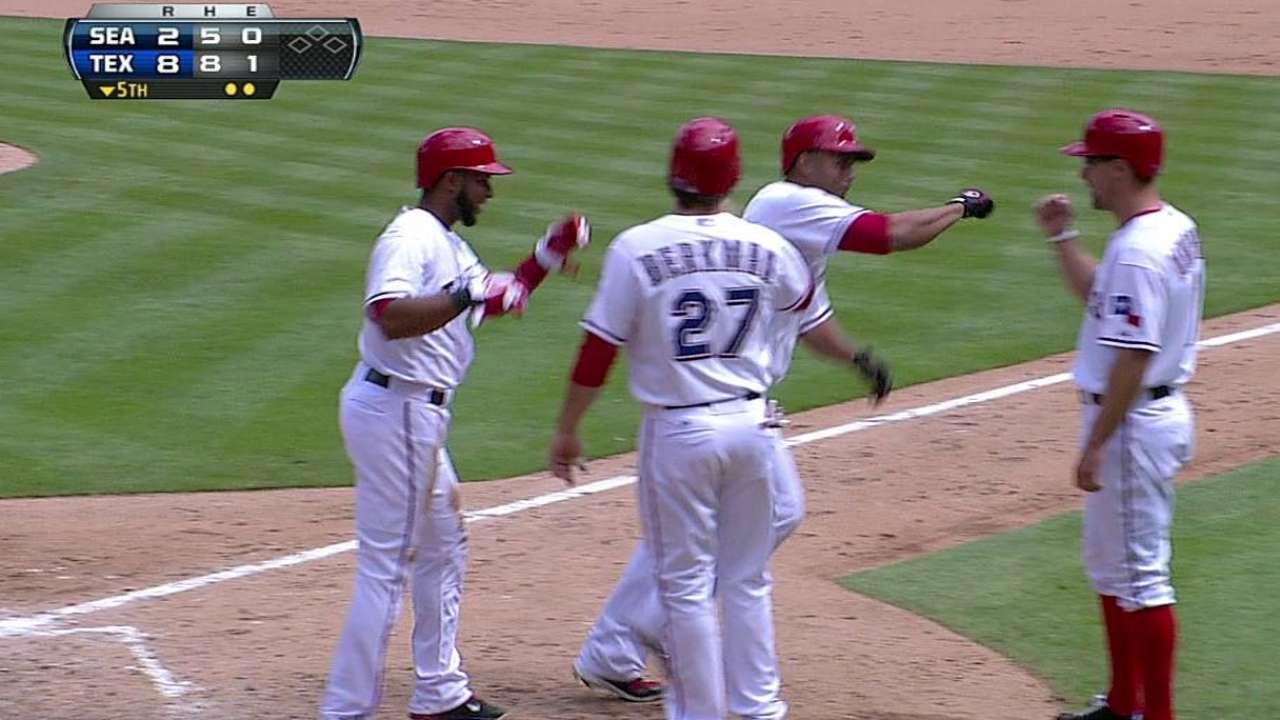 Nelson Cruz sonó grand slam en victoria de los Rangers