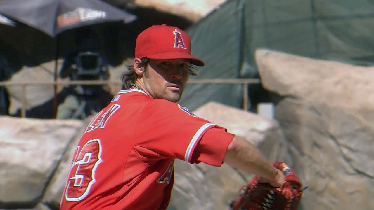 Wilson struck on head in BP at Angels camp