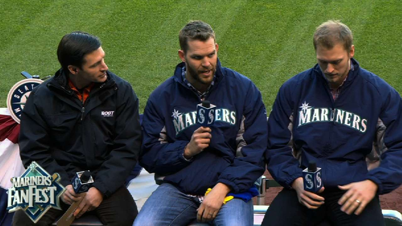 Saunders faces stiff competition at Mariners camp