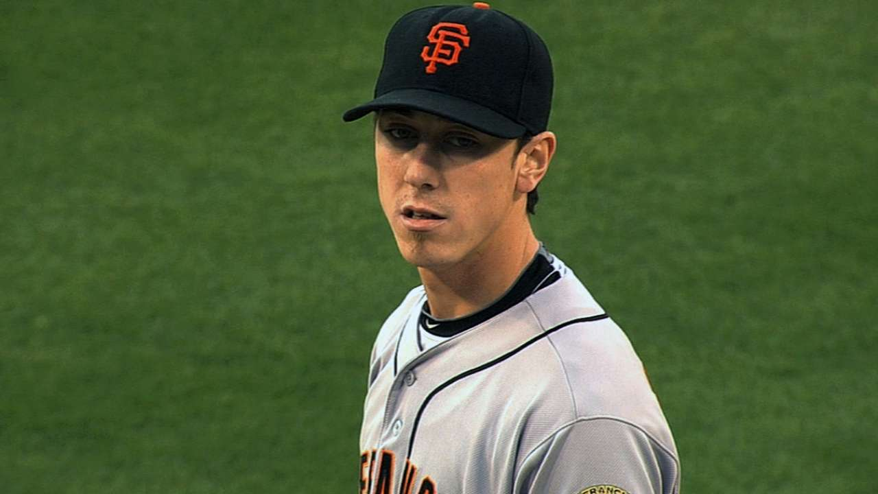 Lincecum warms up for spring in Seattle warehouse
