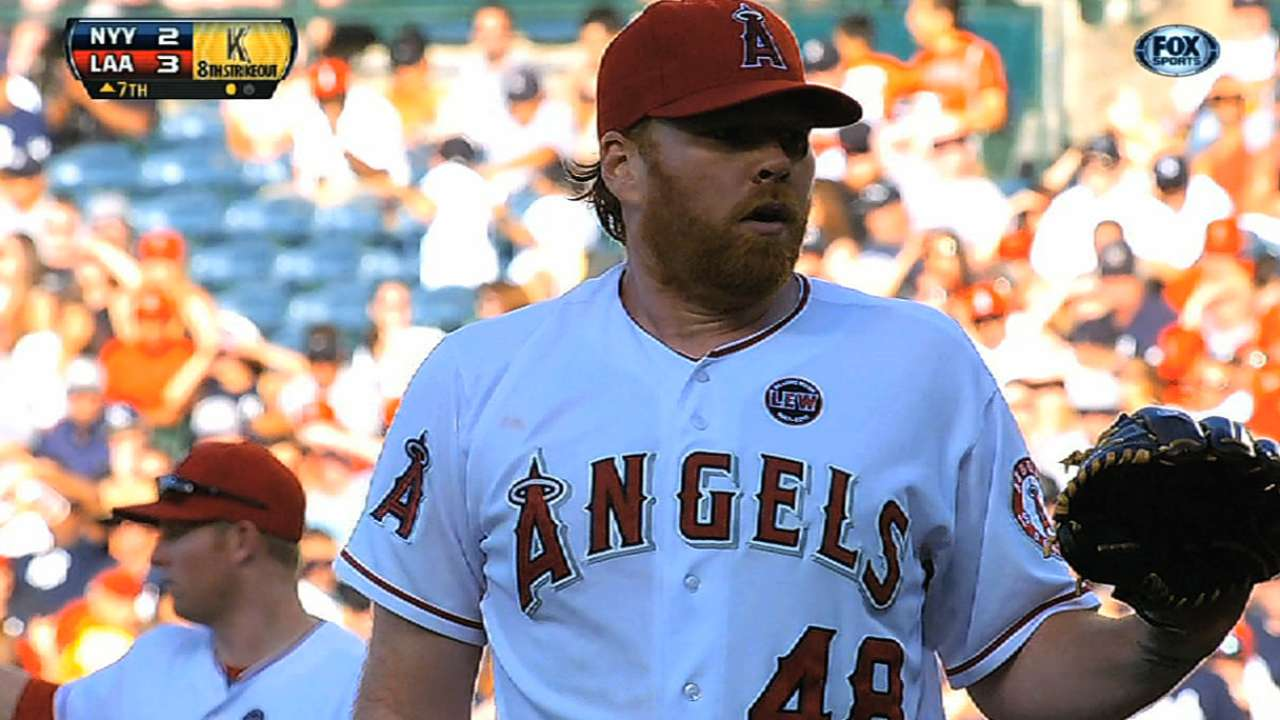 Rangers, Hanson agree to Minor League deal