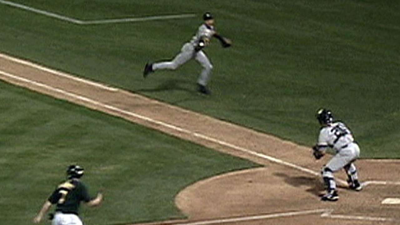 'Flip play' in Oakland iconic moment in Jeter's career