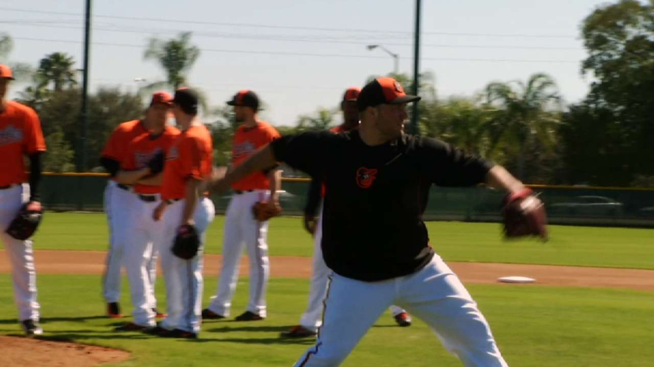 Showalter jumps in during O's first workout of spring