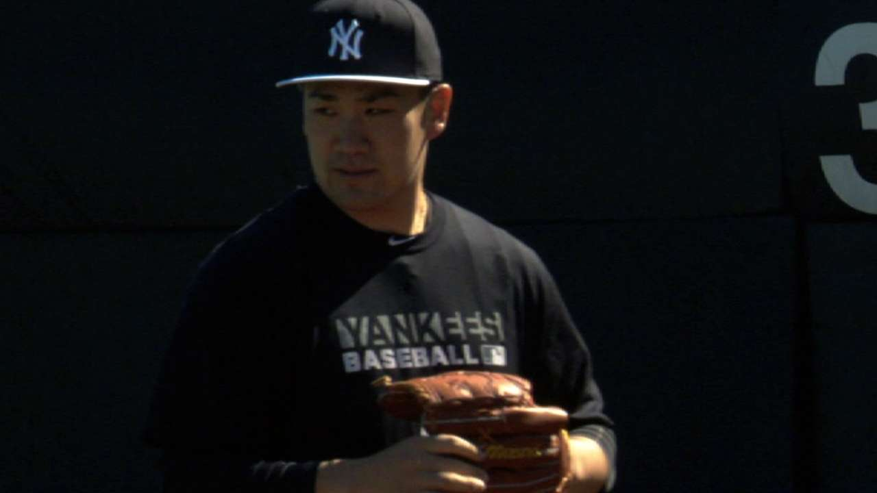 Tanaka draws crowds for first workout