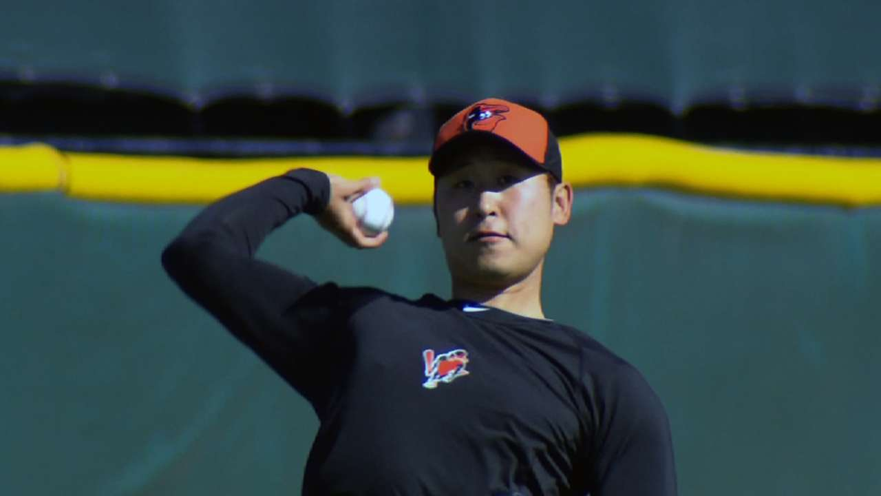 Yoon arrives to O's camp hungry for action