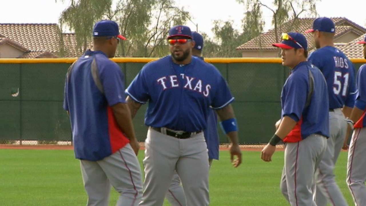 Rangers manager works on defense with Fielder