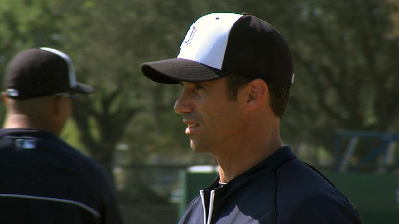 Ausmus faces former team as Tigers manager