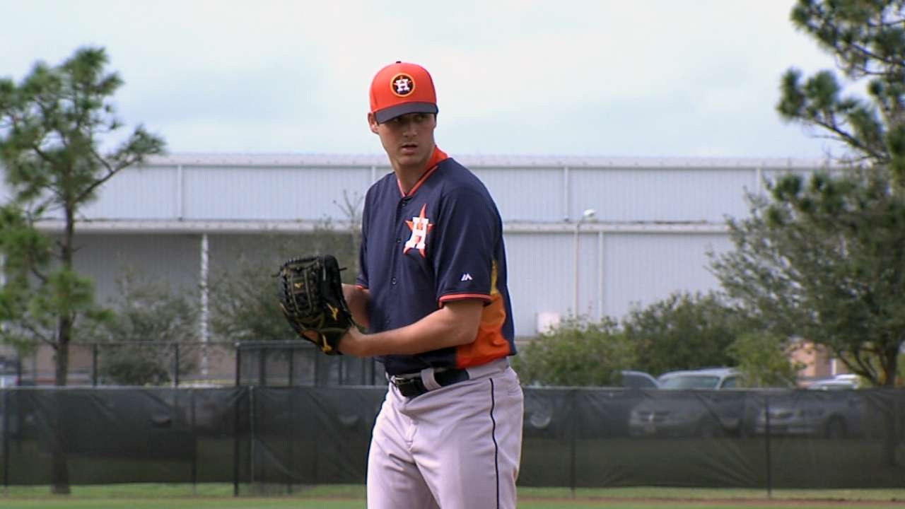 Biggio arrives in Astros camp to lend expertise
