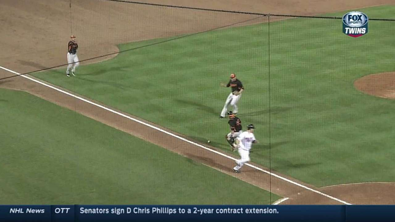 Pelfrey fights command in loss to Orioles