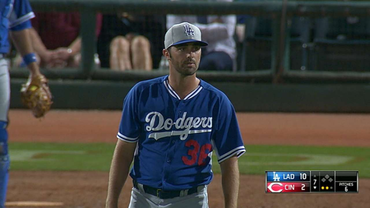 Reds acquire Magill from Dodgers for Heisey