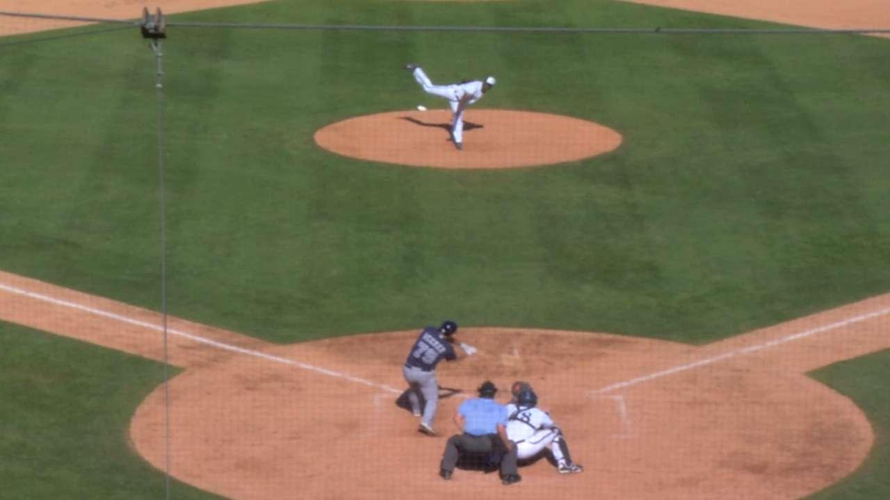 Noel's inside-the-park homer sparks Padres