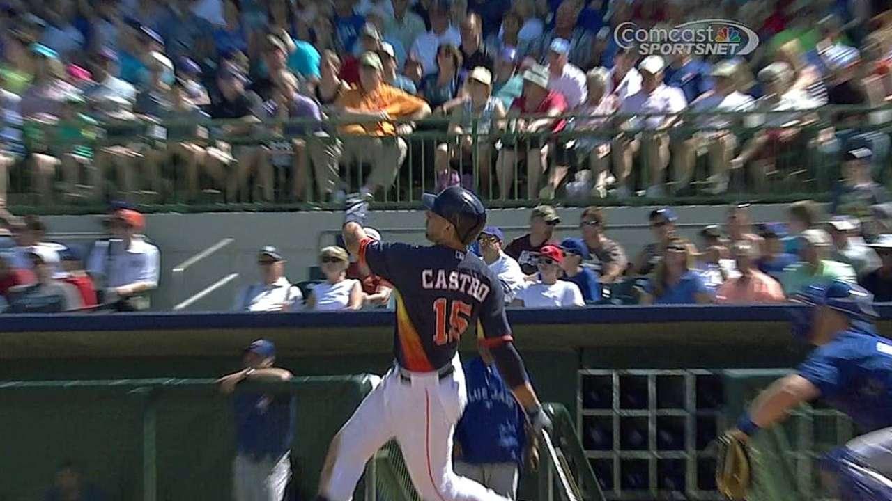 Astros remontan al final para imponerse a Azulejos