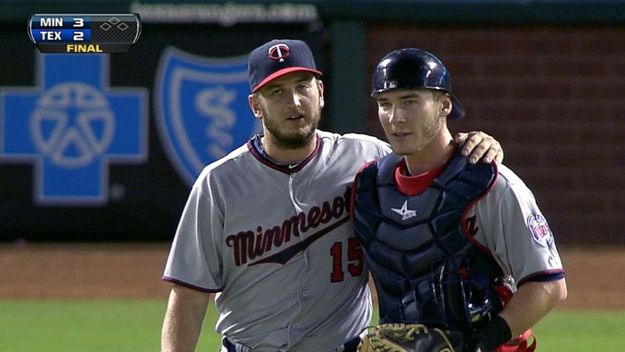 Twins sign Perkins to extension through 2017