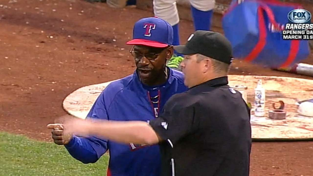 Beltre departs game early with tight quad