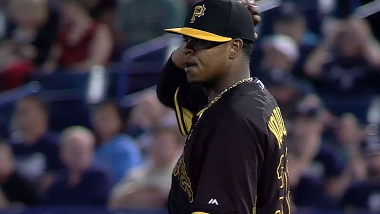 After rough start, Volquez settles down vs. Yanks