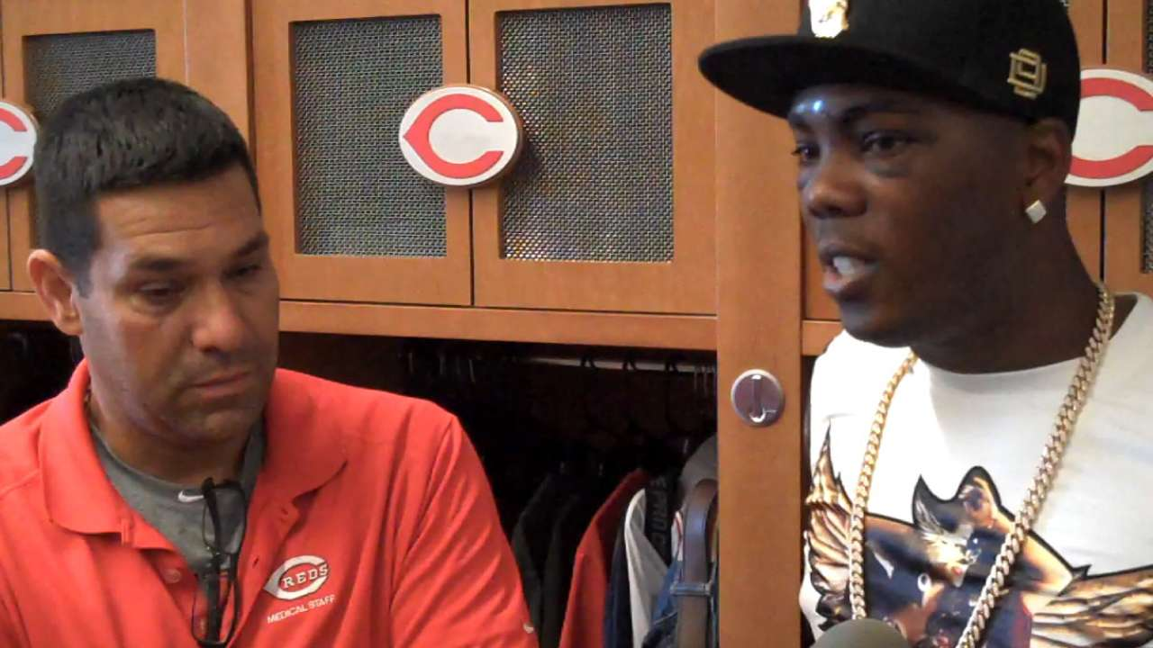Chapman visits Reds' clubhouse to discuss ordeal