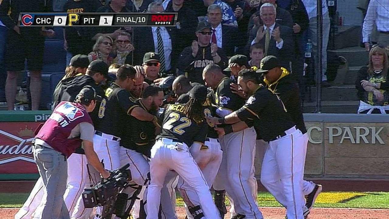 Walker dejó en el terreno a Cubs con cuadrangular