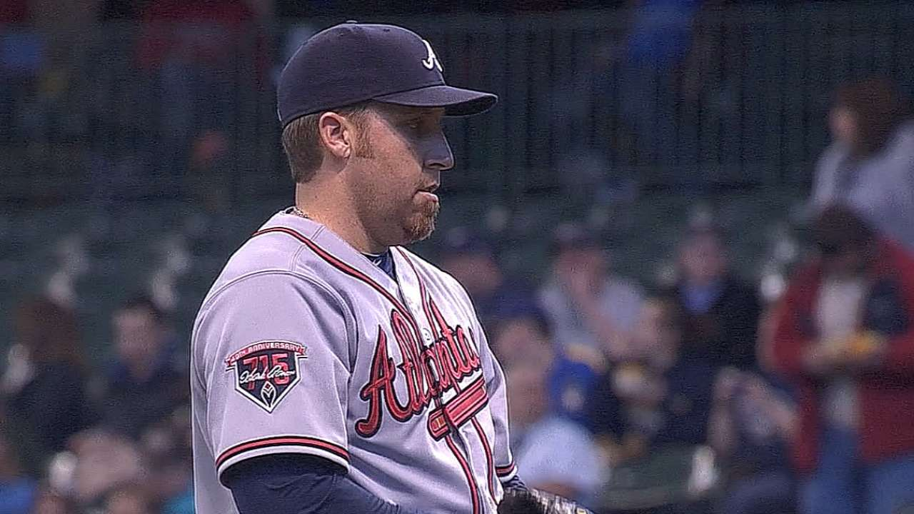 Harang wins duel, series in stellar Braves debut