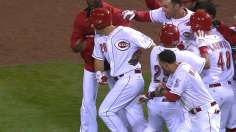 Heisey ends Reds' scoring drought, delivers first win
