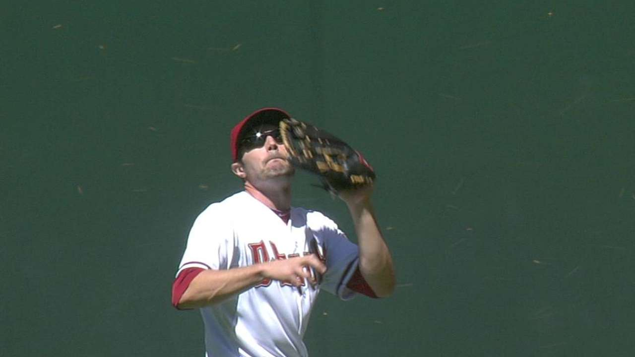 Bees cause short delay in Giants-D-backs game