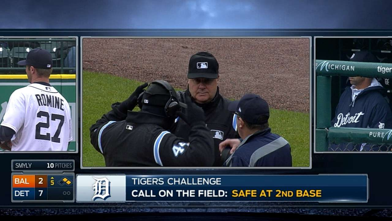 Ausmus loses first challenge on play at second