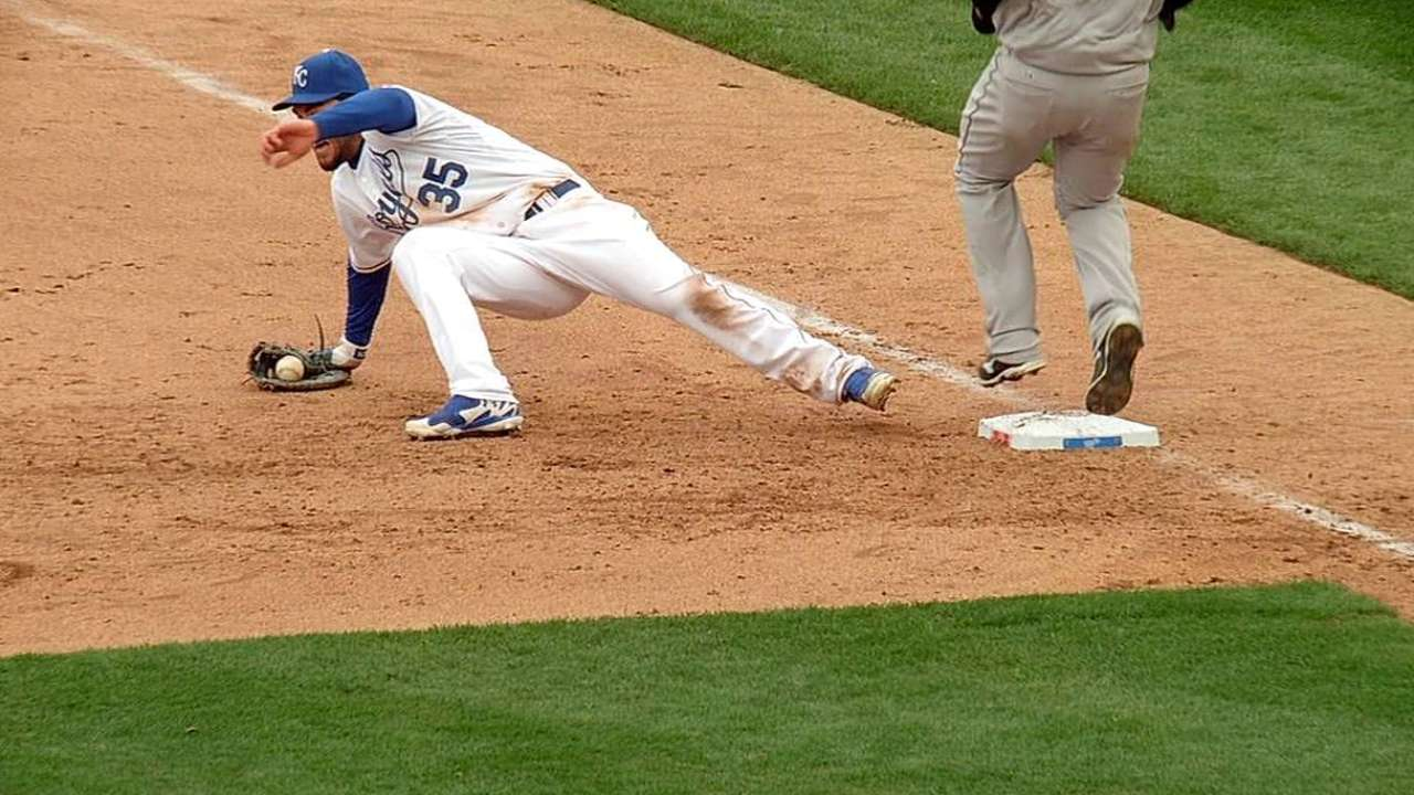 Yost loses first replay challenge vs. White Sox