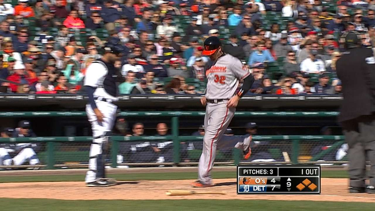 O's late rally comes up a bit shy in Motown