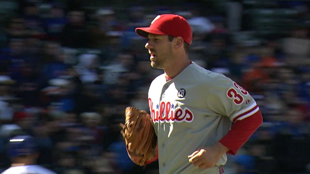Lee beats Cubs in combined shutout for Phils