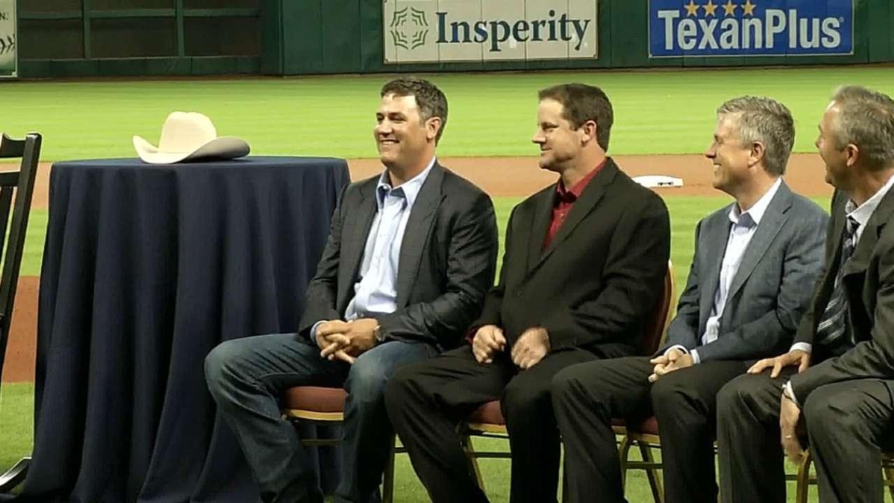Oswalt, Berkman officially retire as Astros
