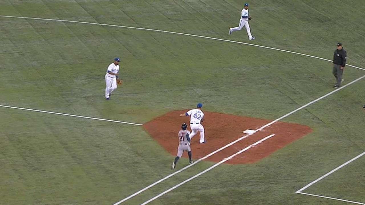 Bateo oportuno nunca llegó para Astros en Toronto
