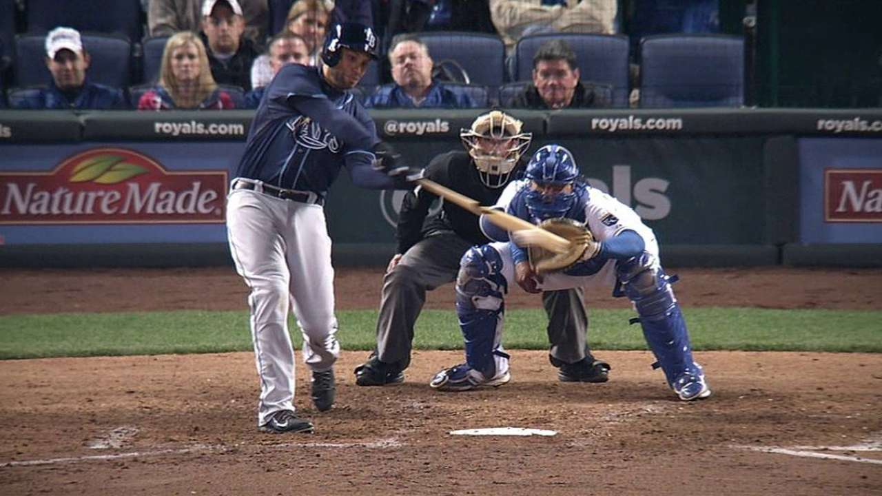 Loney breaks up pitchers' duel with winner in 9th