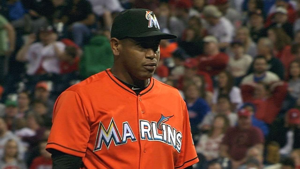 Reds agree to terms with Marmol