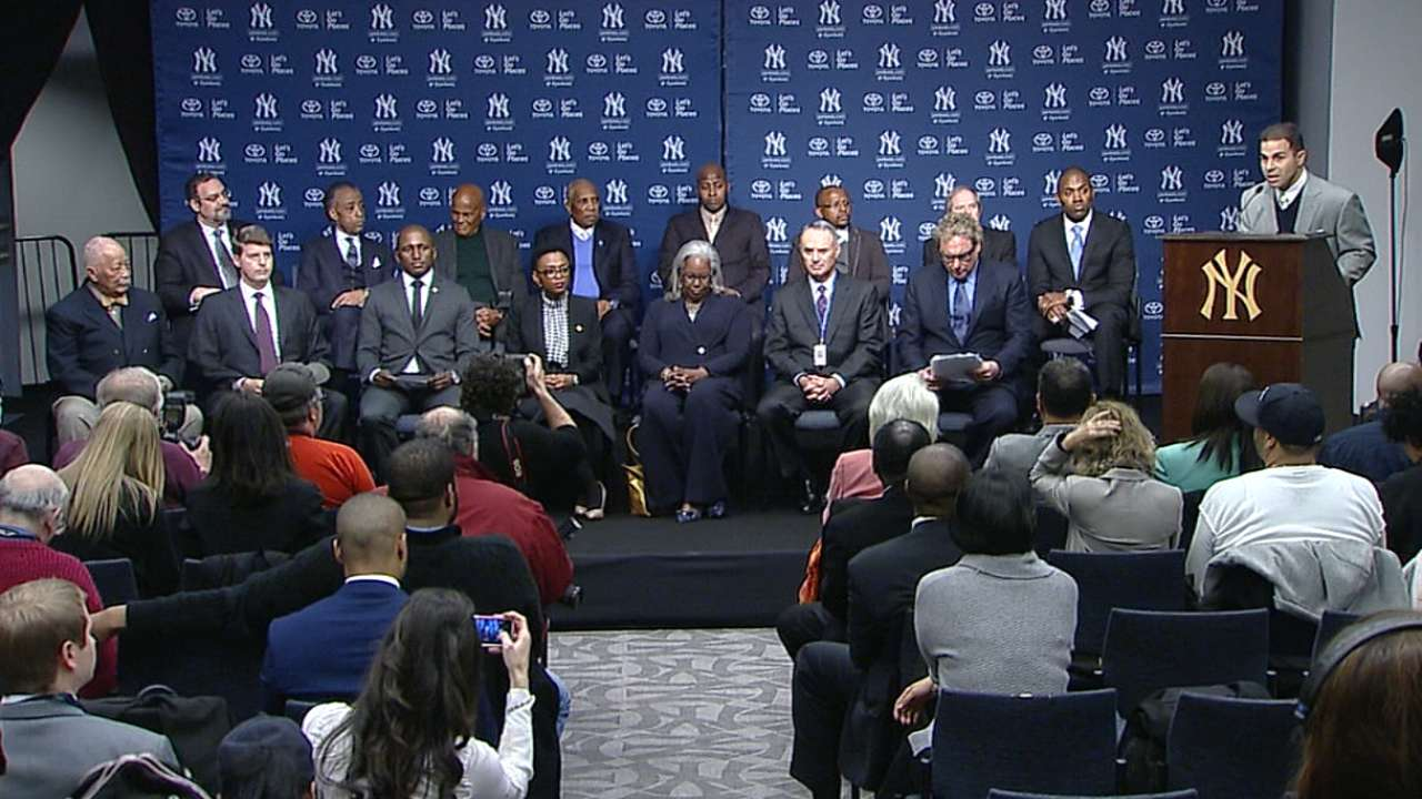Yankees celebrate Jackie by honoring Mandela