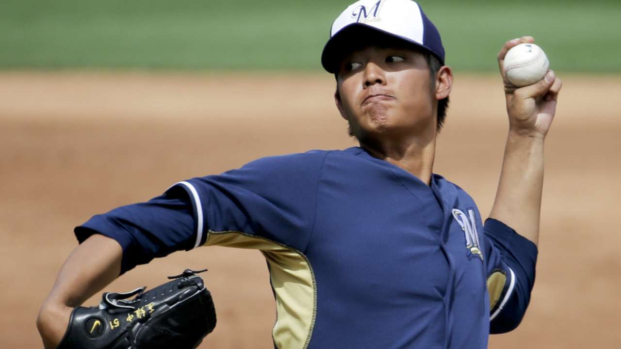 Rule 5 pick Wang pitches simulated game