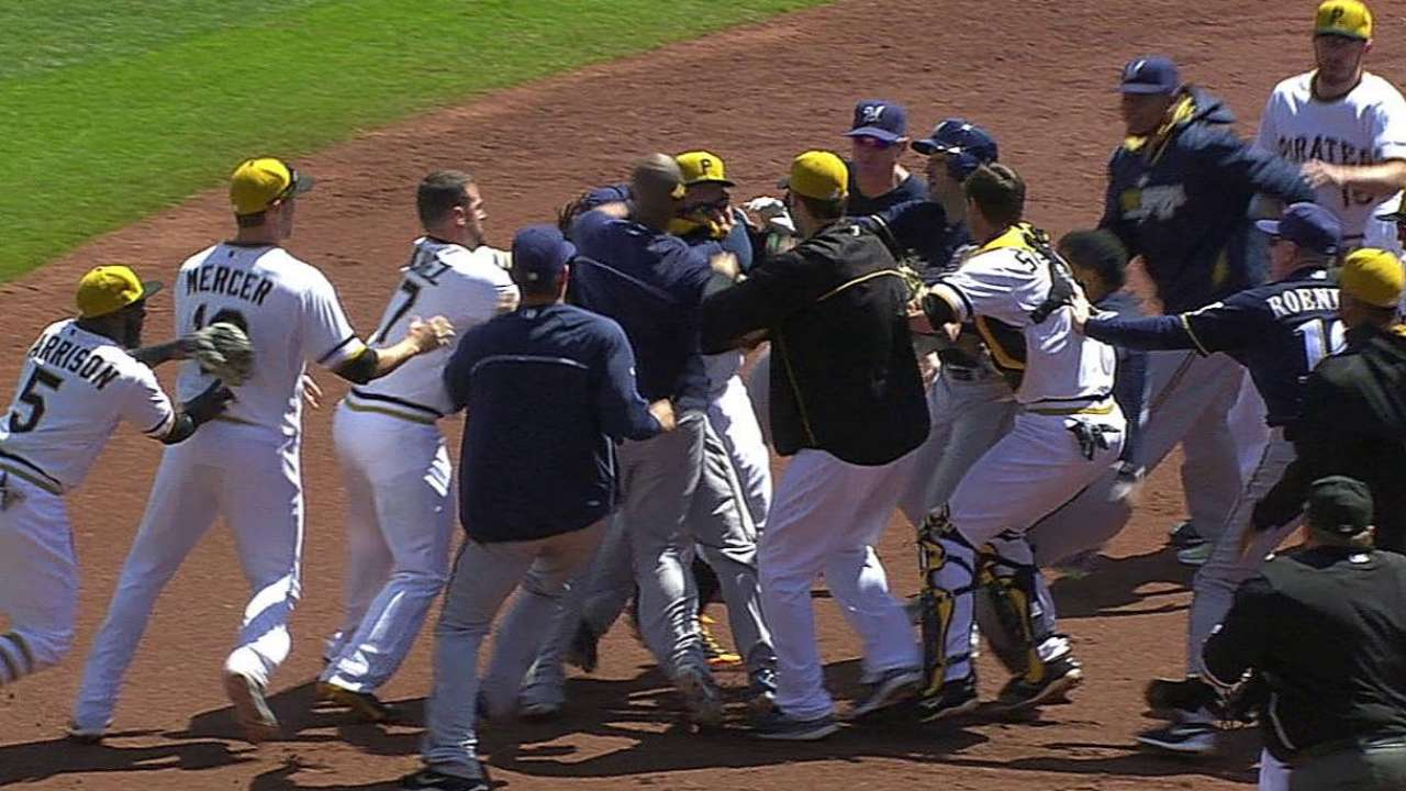 Gomez talks to MLB about fracas with Pirates