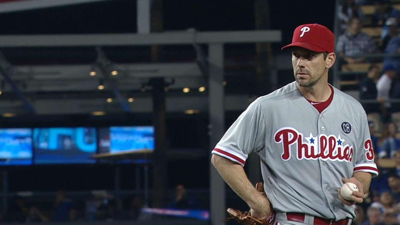 Lee retires 20 straight Dodgers in four-hit gem