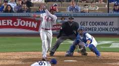 Phillies cash in on Dodgers' error in 10th inning