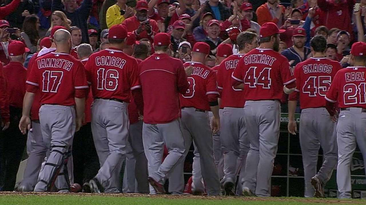 Pujols hace historia y Angels superan a Washington