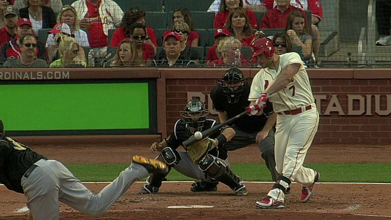 Cards' bats keep quiet as Pirates even the series