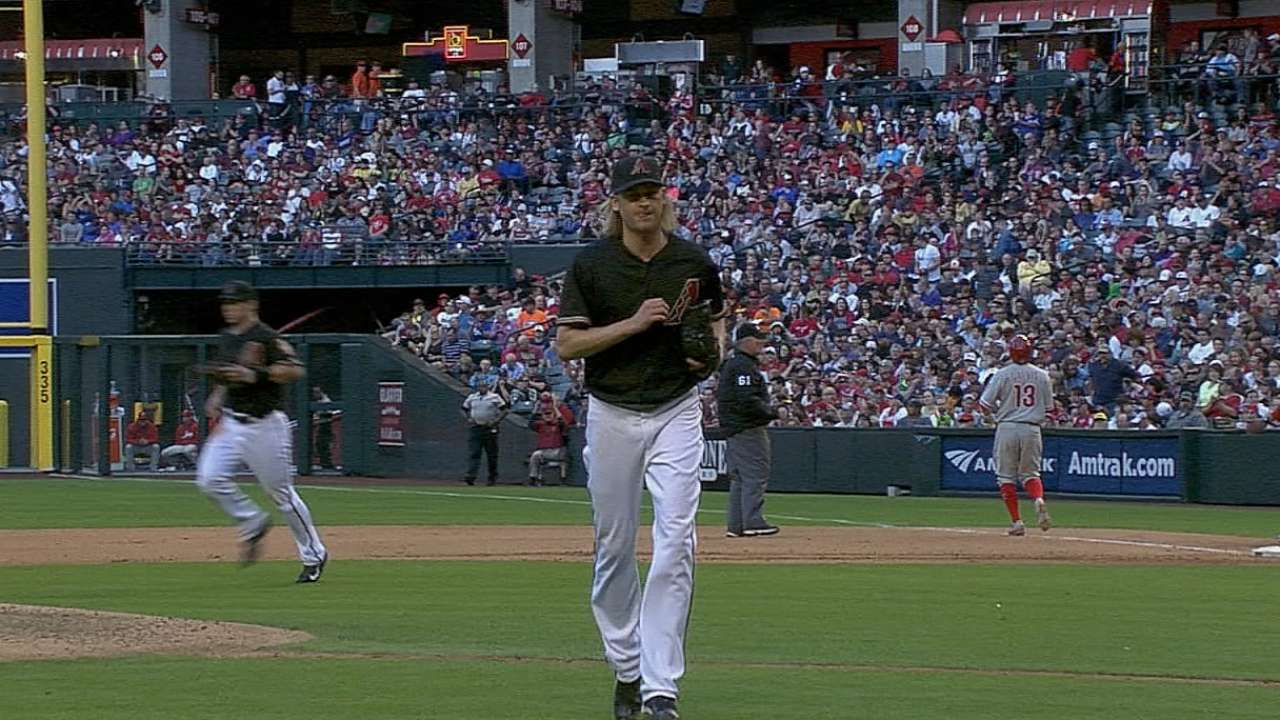 Arroyo at last as advertised, but D-backs can't hold on