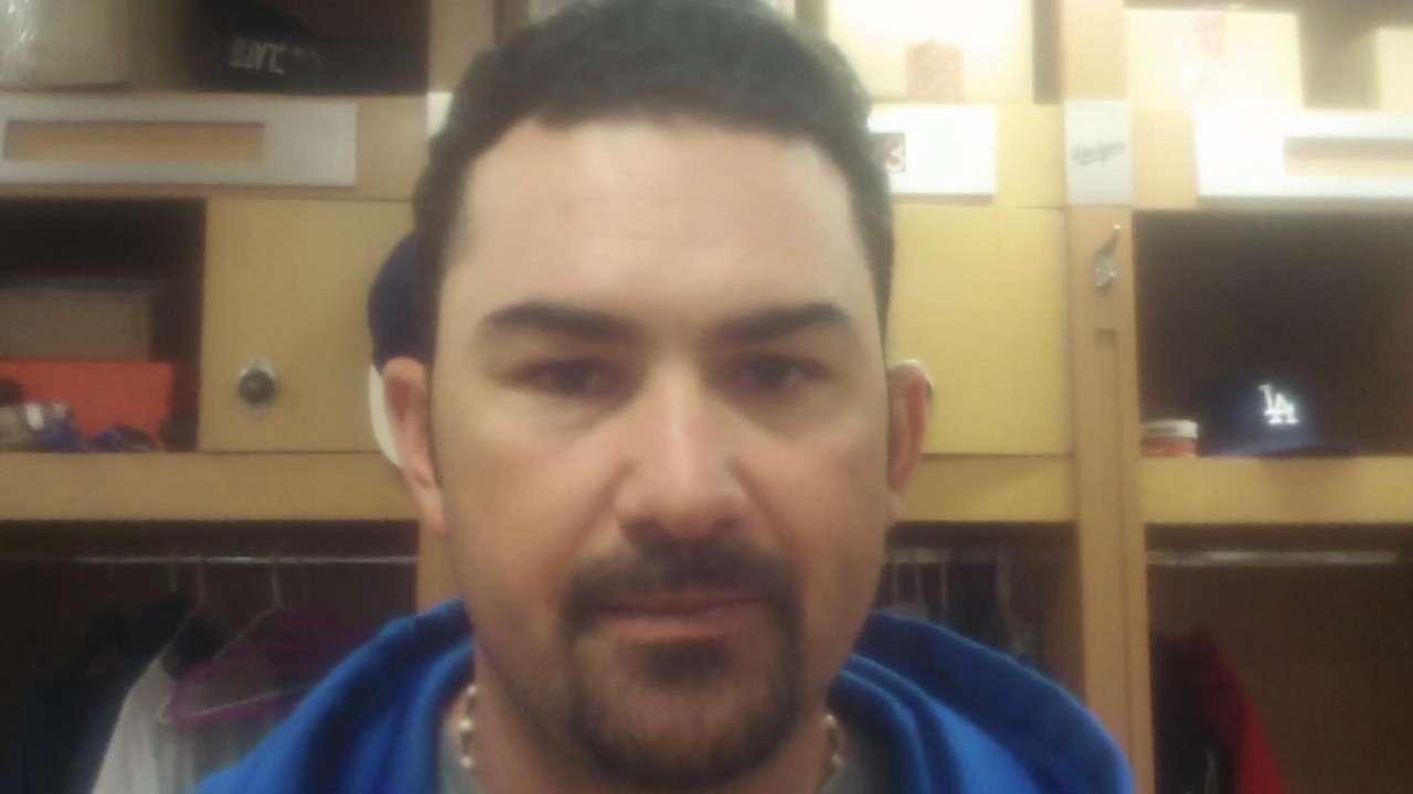 Adrián exhibe su tranquilidad de siempre en Dodgers