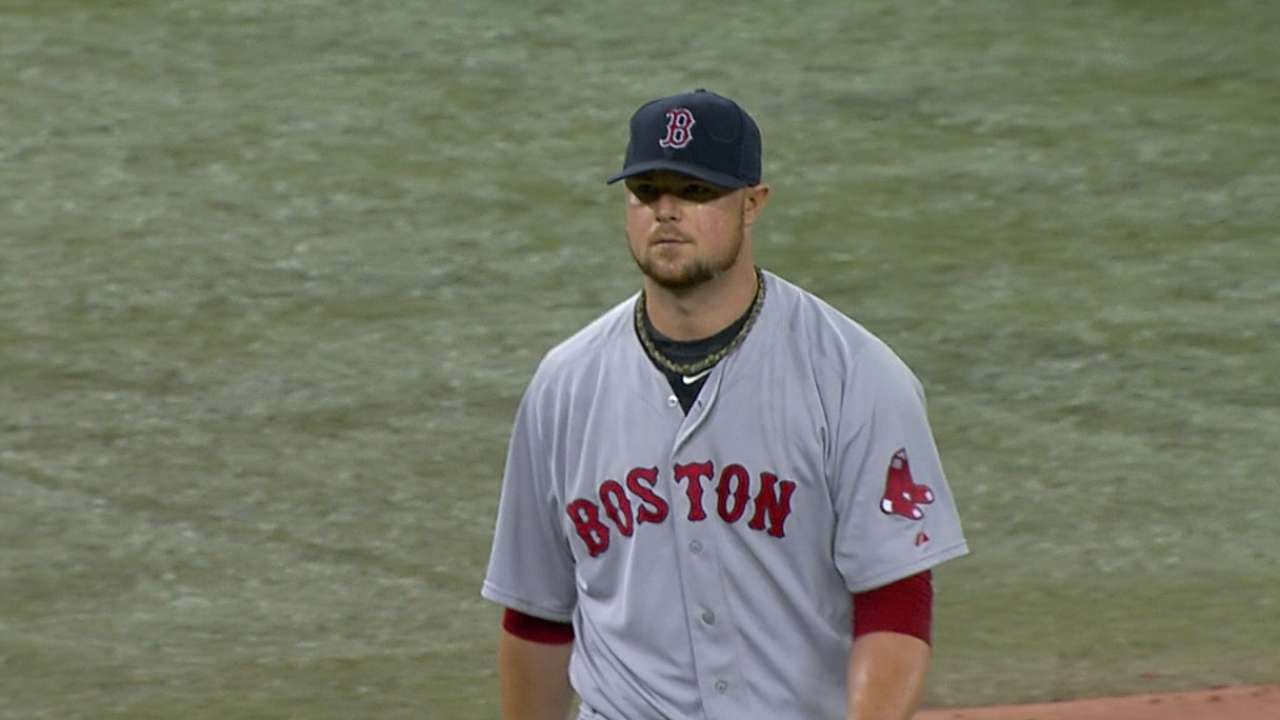 Lester unable to match Dickey, gets little support