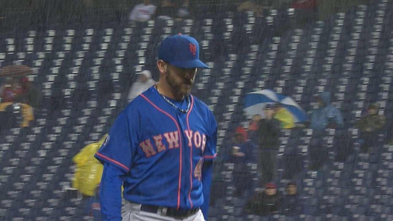 Niese overcomes rain, Phillies to take series opener