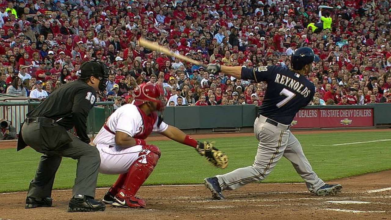 Costly fourth inning sends Gallardo to first loss of '14