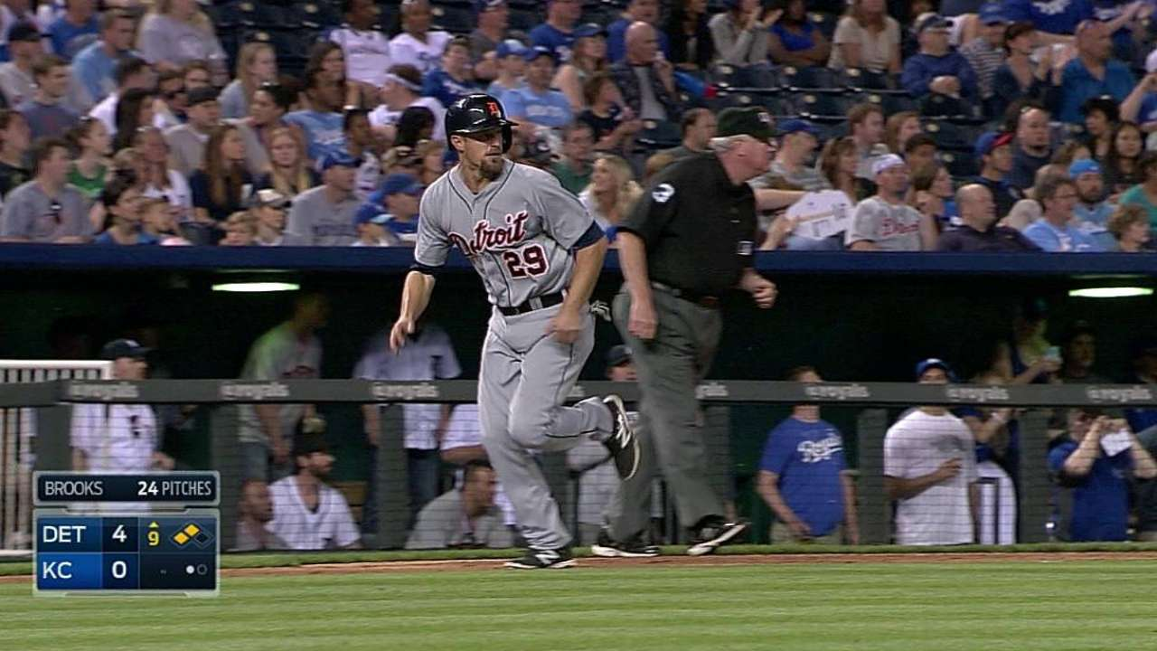 Ausmus supports Kinsler's aggressive play