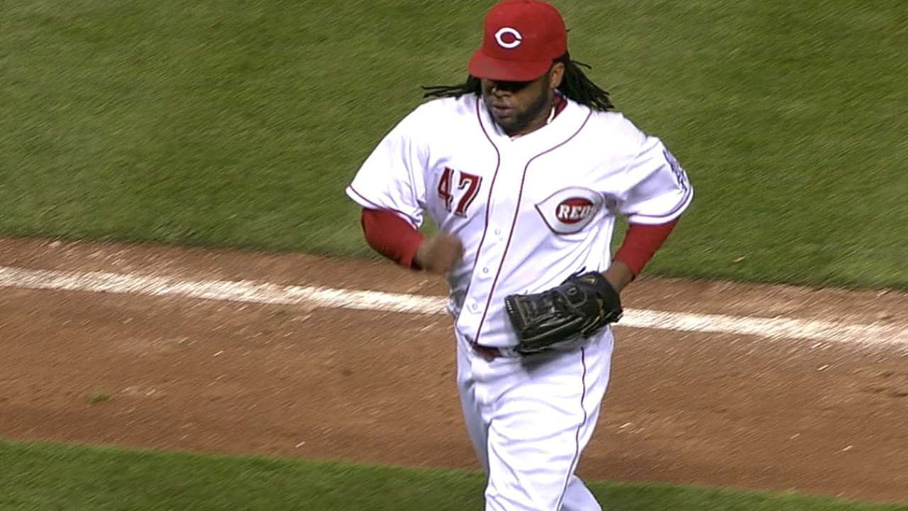 Cueto stays hot, whiffs 10 as Reds storm past Crew