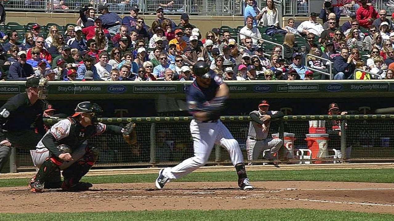 Mellizos superan a Orioles de la mano de Hughes