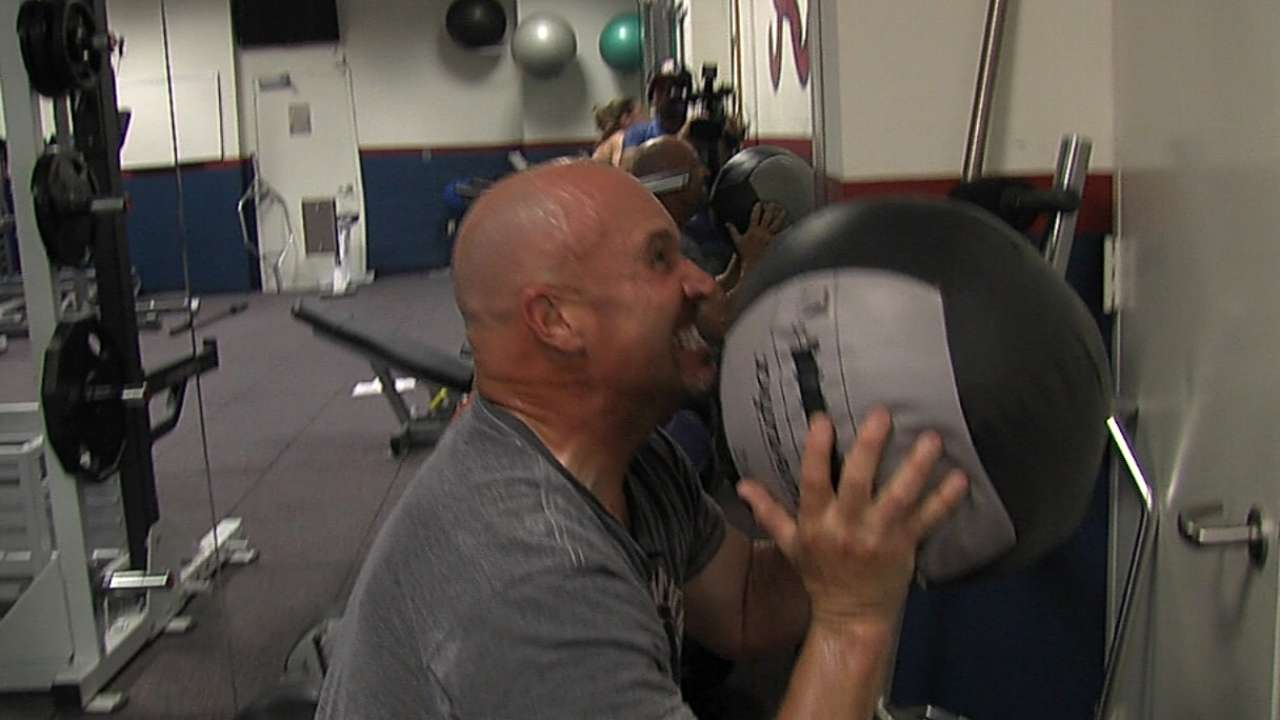 Fredi fitness: Braves' skipper keeps in serious shape
