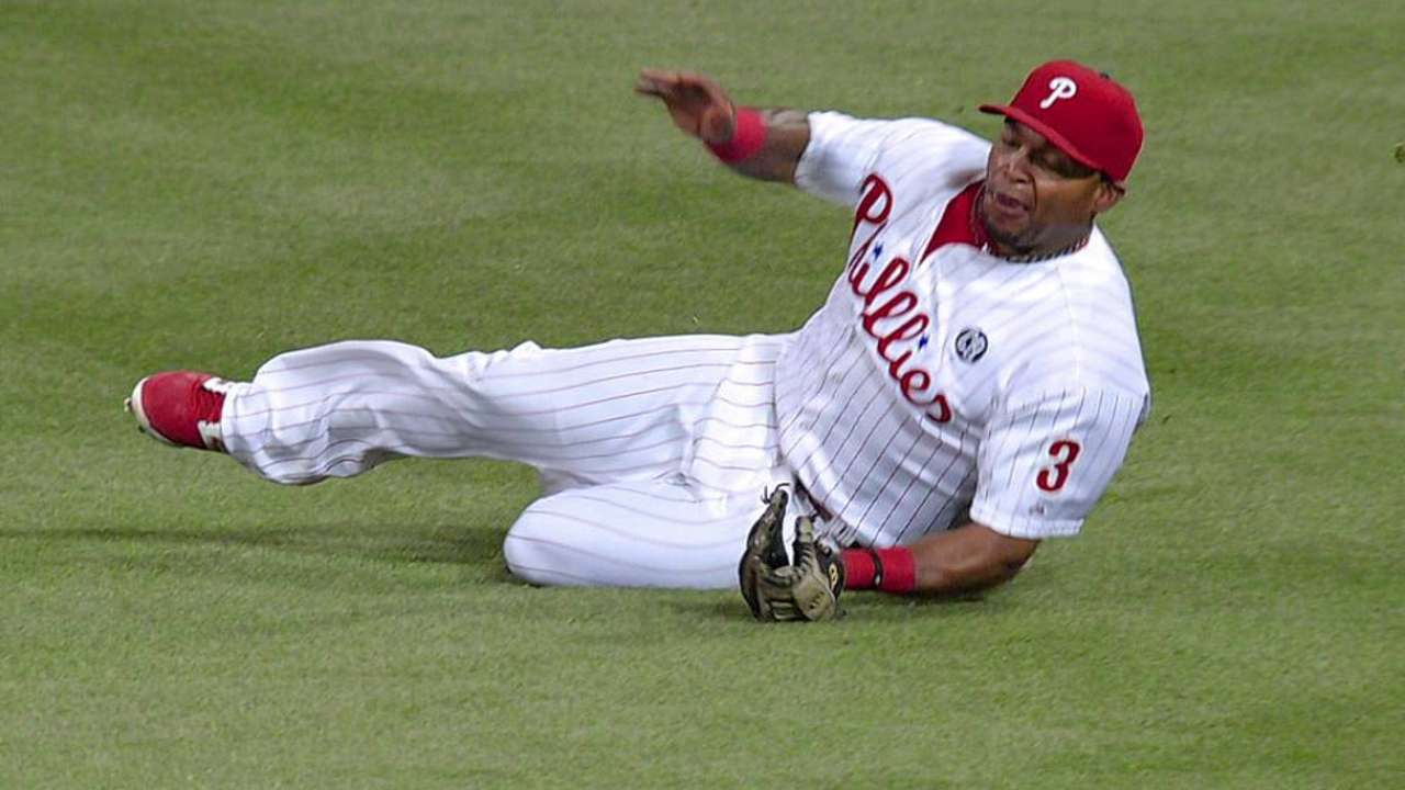 Sandberg considering shuffle in Phils' outfield